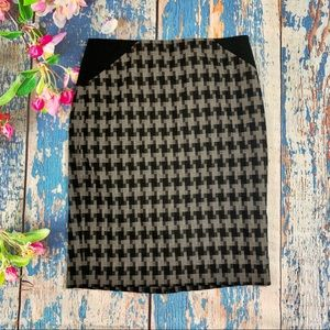 The Limited Pencil Skirt Houndstooth Black Size 0